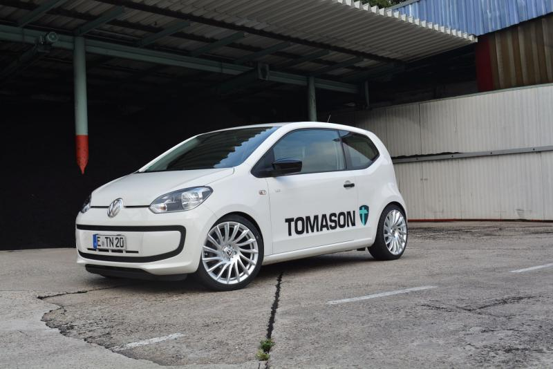 VW UP mit TN16 7,5x17 4x100 ET35 bright silber